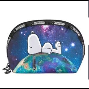 Nwt Lesporst x Peanuts Snoopy dome cosmetic case